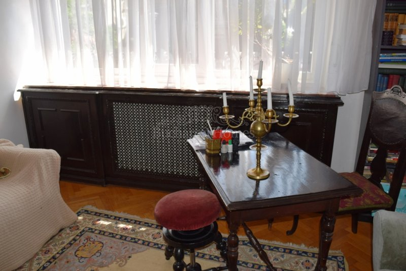 Art deco apartment of 3 bedrooms in villa, Jewish District, Downtown