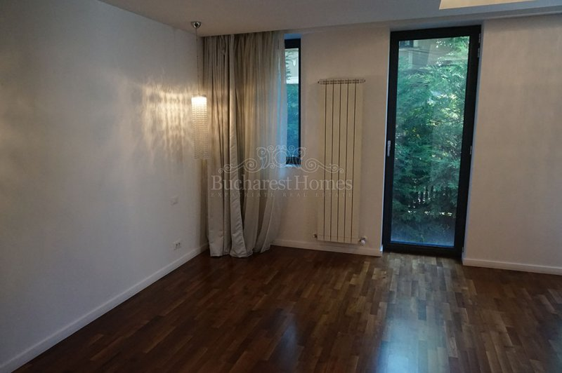 Elegantly Done 3 Bedroom Apartment with Garden in Kiseleff
