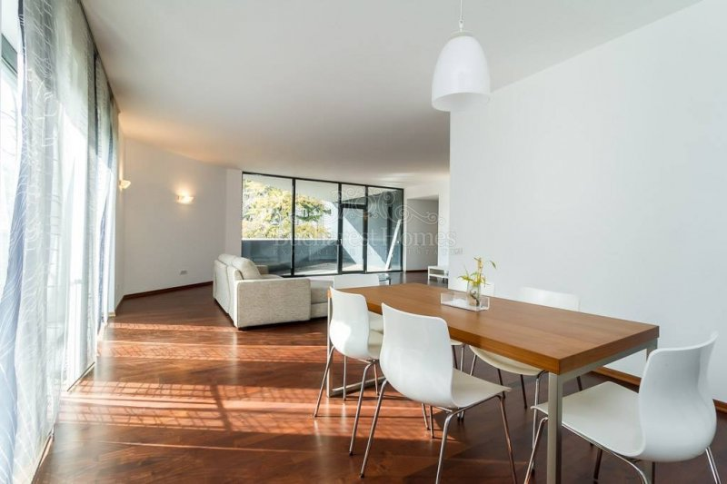 Three Bedroom Apt in Dorobanti Neighborhood with Lovely Natural Light