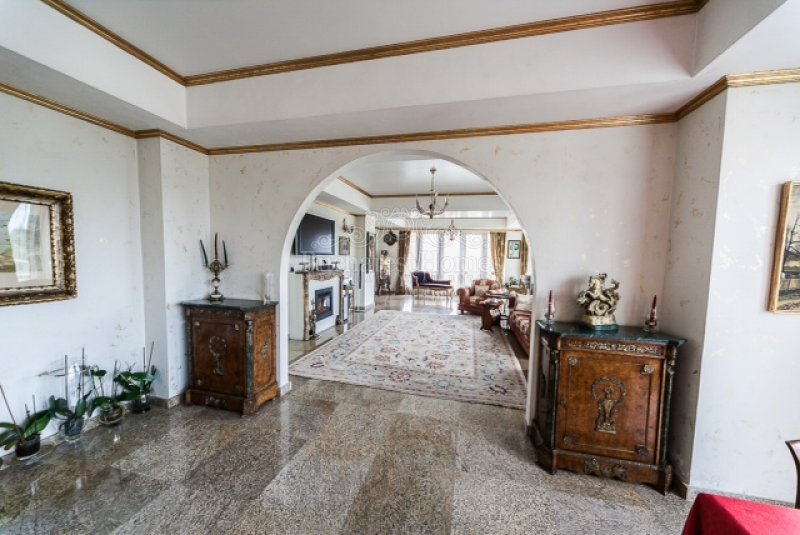 Large penthouse on a privilege location, Kiseleff