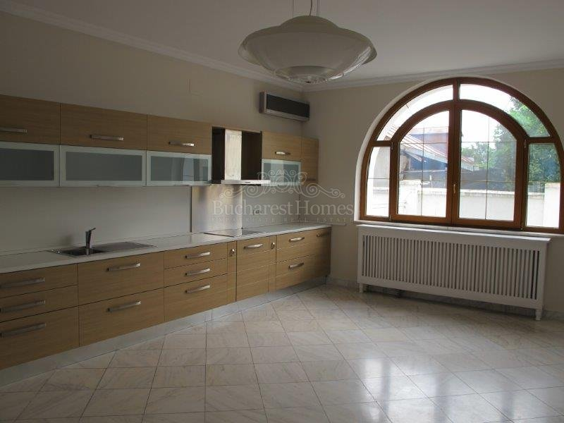 Large family home of 4 bedrooms, Otopeni