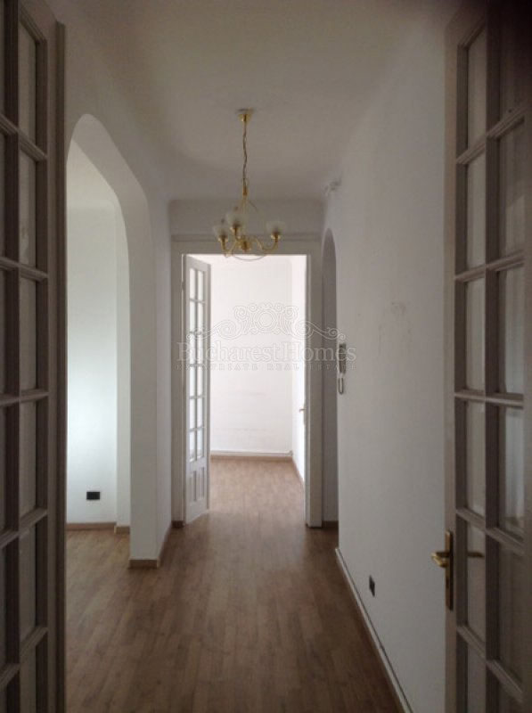 Large Two Bedroom Downtown Apartment in Charming Block