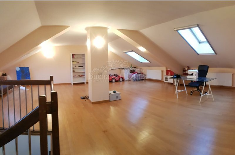 Four Bedroom House with Large Open Attic in Corbeanca