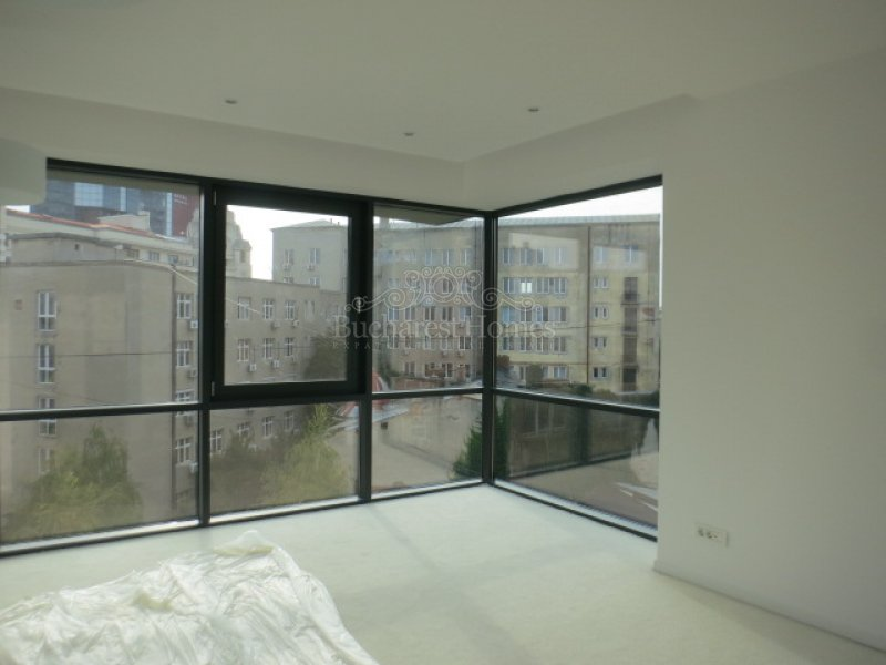 Contemporary Three Bedroom Duplex Penthouse - Downtown