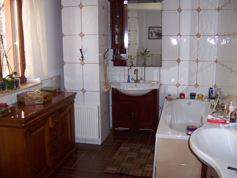 Renovated 5 Bedroom Villa with Garden in Cismigiu area