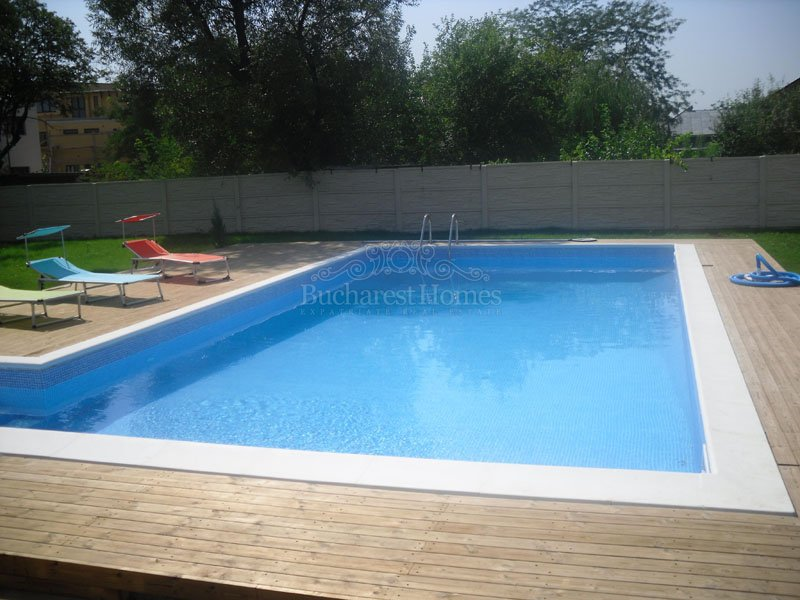 Nice Villa with Pool and Large Garden in Otopeni