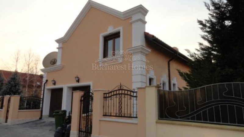 Five Bedroom House with Pool in Pipera