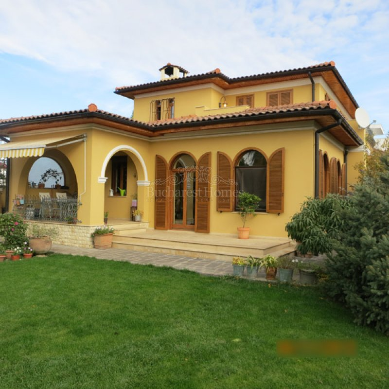Tuscan Style Villa With Four Bedrooms And Large Garden In