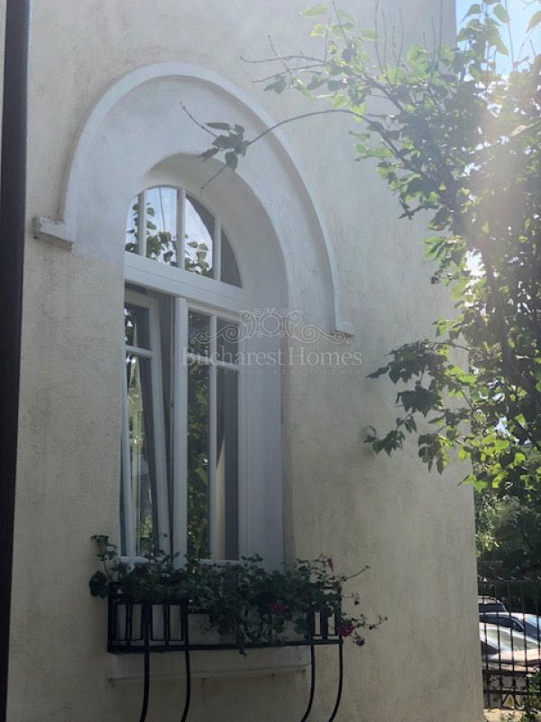 Splendid apartment in historical villa, 2 bedrooms, Floreasca for sale