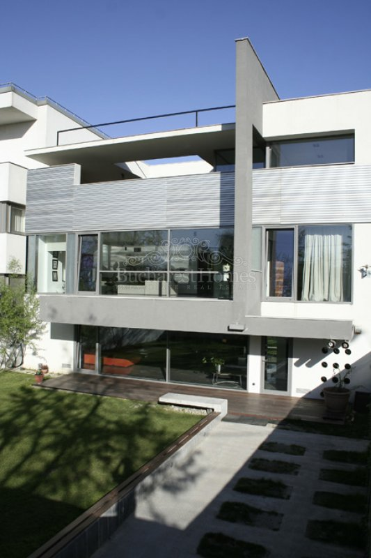 four bedroom contemporary villa with pool and garden