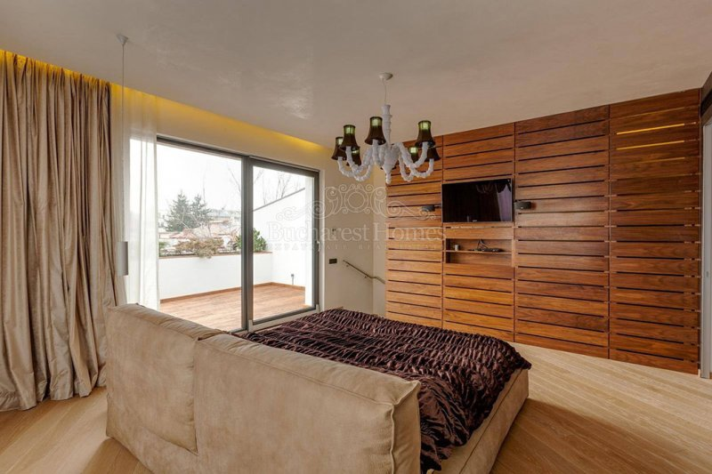 Nicely Designed and Contemporary Five Bedroom House - Dorobanti