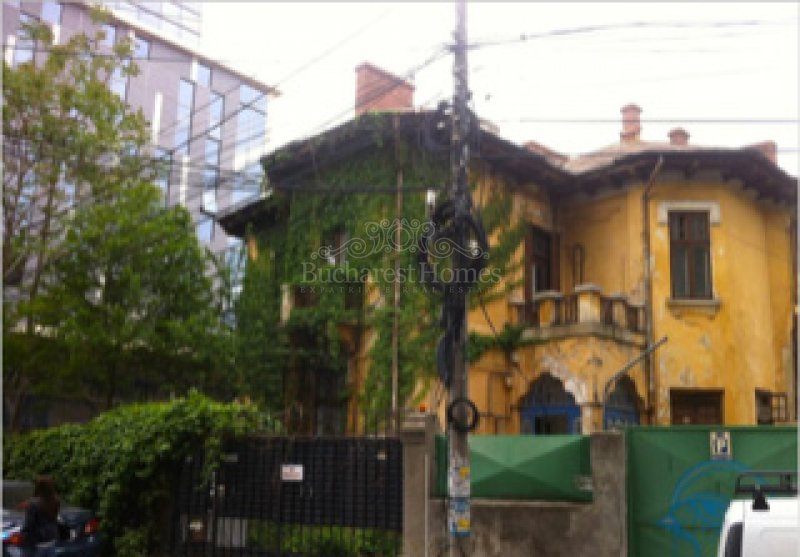 Great potential beautiful villa to be restaured, Armeneasca