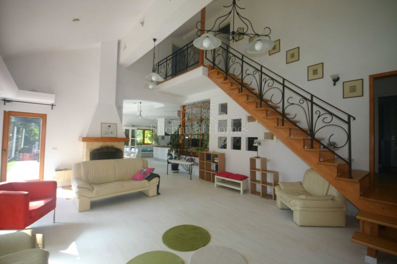 Beautiful 5 bedrooms Villa, Scrovistea