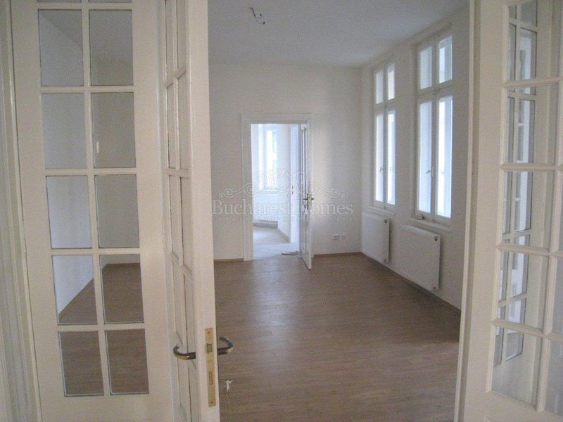 Two Bed Apartment in Historic Villa - Downtown