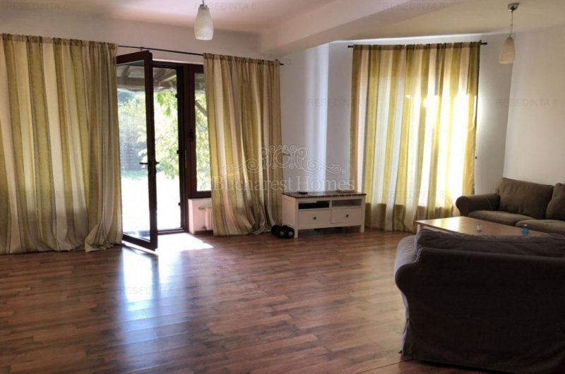 Nice Large Four Bedroom House - Corbeanca