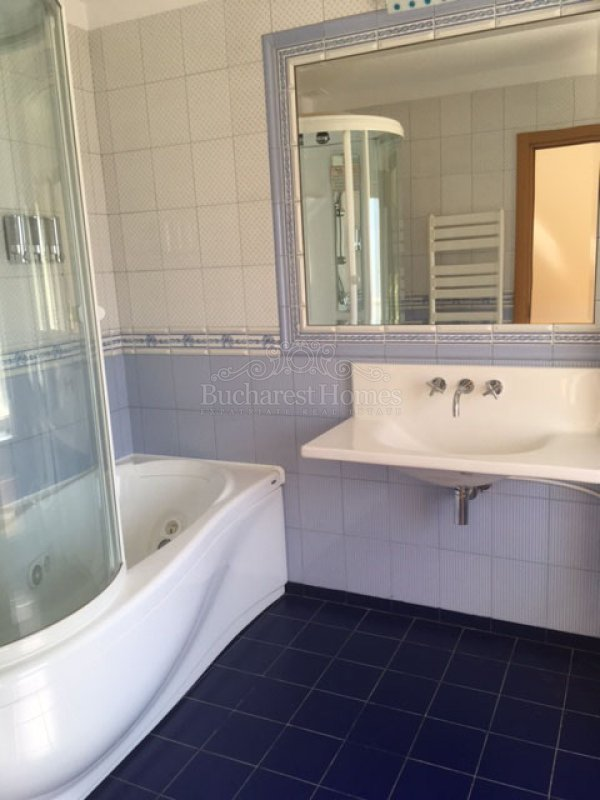 Bright large 3 bedrooms apartment, Floreasca
