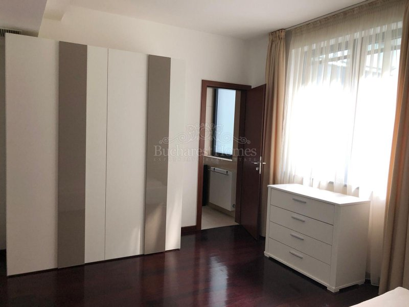 Very Nicely Done and Spacious Three Bed Apt in Complex - Baneasa