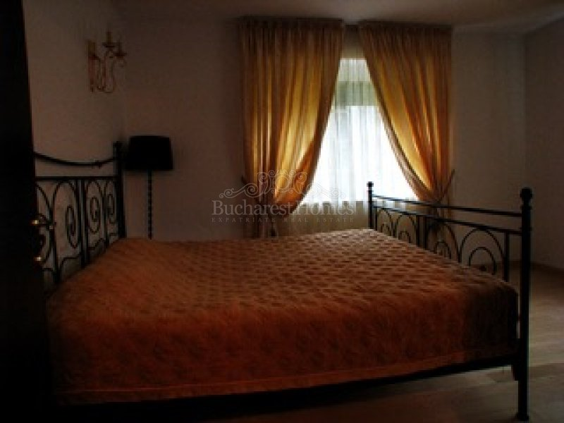 Family home of 4 bedrooms by the forest, Corbeanca