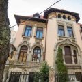 Gothic Mansion of Six Plus Bedrooms and Garden - Downtown